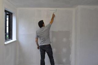 Фото процесса Грунтовка стен в Воронеже