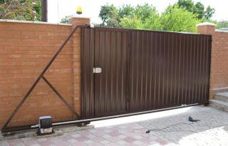 Фото процесса производства Откатные ворота из профнастила в Воронеже