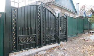Фото процесса производства распашных ворот в Воронеже